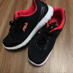 Shoes - Fila • Excellent Condition Size 9 Sneakers